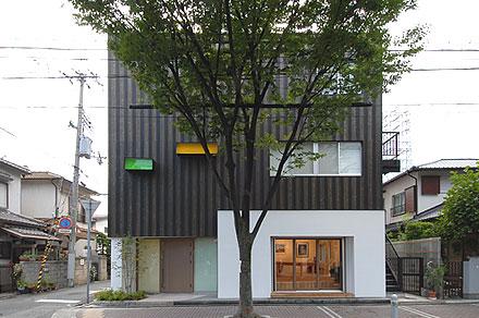 木と塗り壁の事務所
